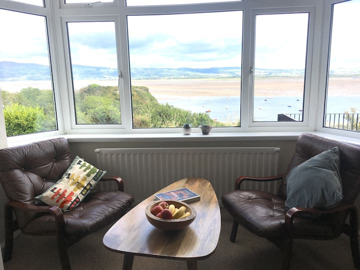 Seaview Cottage, fabulous views with gardens