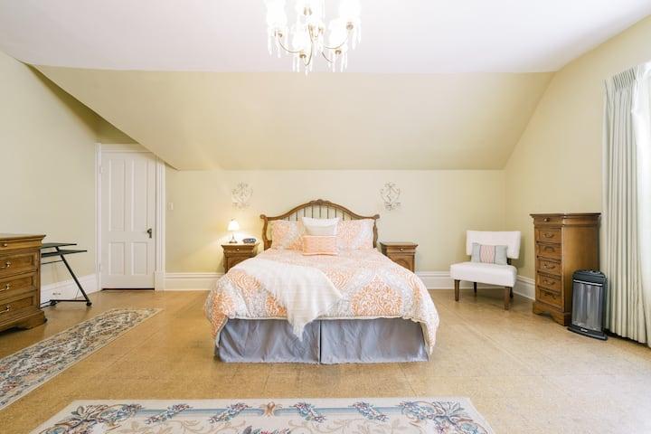 Beautiful Gonzaga Victorian Room #2