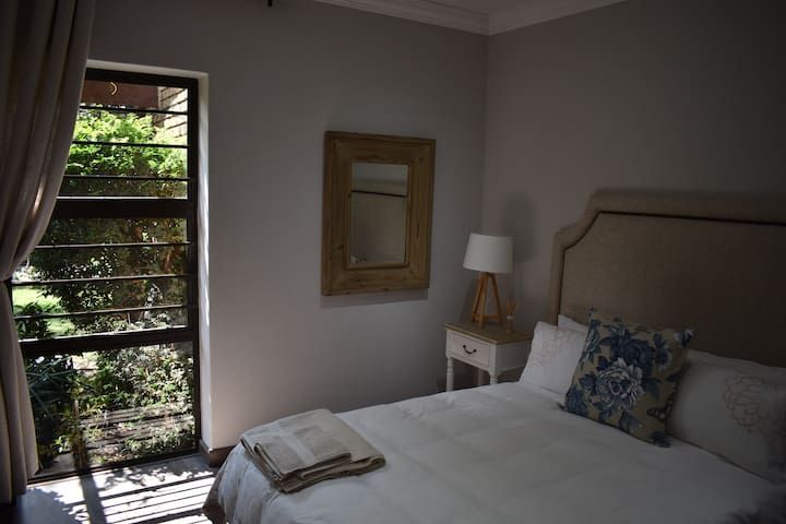 Spacious and comfortable private bedroom. Fresh linen and towels. Window overlooking our peaceful garden and fish pond so you'll feel as if you're at a spa!