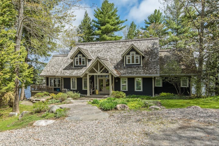 Fabulous Lake Muskoka Cottage & Boathouse~the perfect retreat!