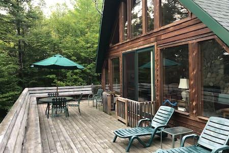 ★★★★★ Lodge w wraparound deck, firepit, DISCOUNT