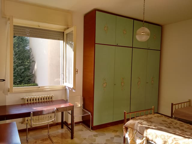 Private room two beds near Milano - Seveso - Apartamento