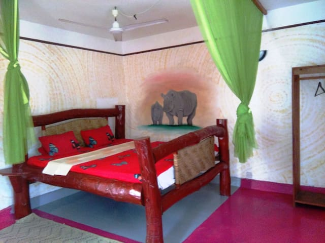 "Beachside Garden paradise, ""rhino"" private room - Diani Beach - Apartamento"