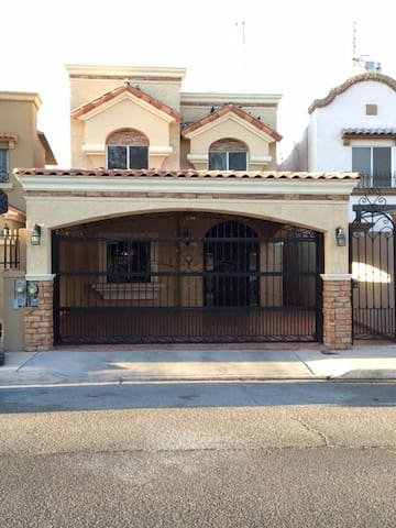 House in Mexicali, Gated Community, 3 Bedrooms - Мехикали