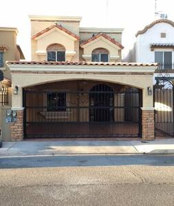 House in Mexicali, Gated Community, 3 Bedrooms - House