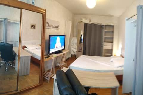 Chambre au calme, wifi HD , RER C,sauna, commerce