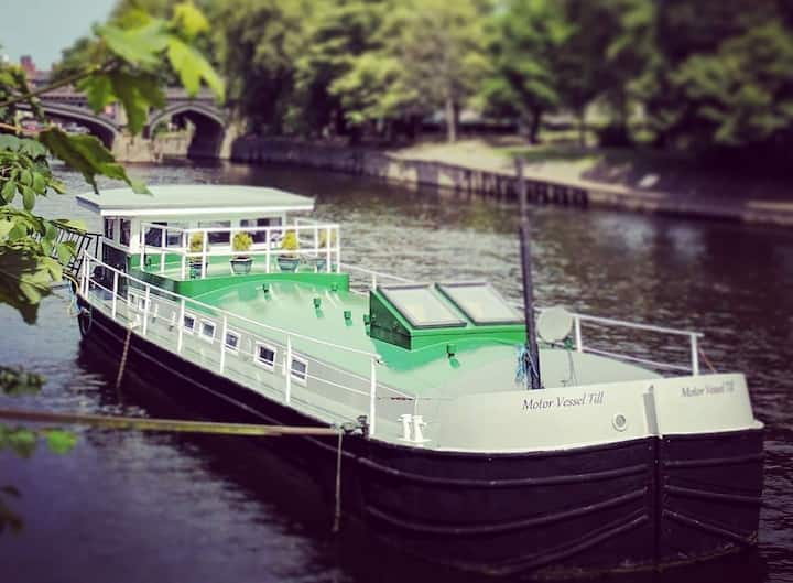 Luxury Residential Houseboat near York City centre