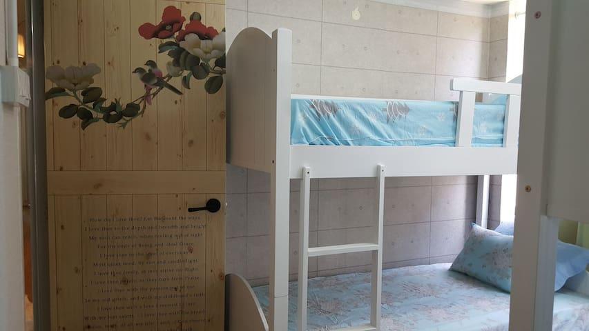 melaka in seoul  / guest house(room1)