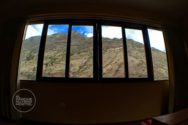 SINGLE PRIVATE ROOM WITH VIEW TO THE MOUNTAINS(2)