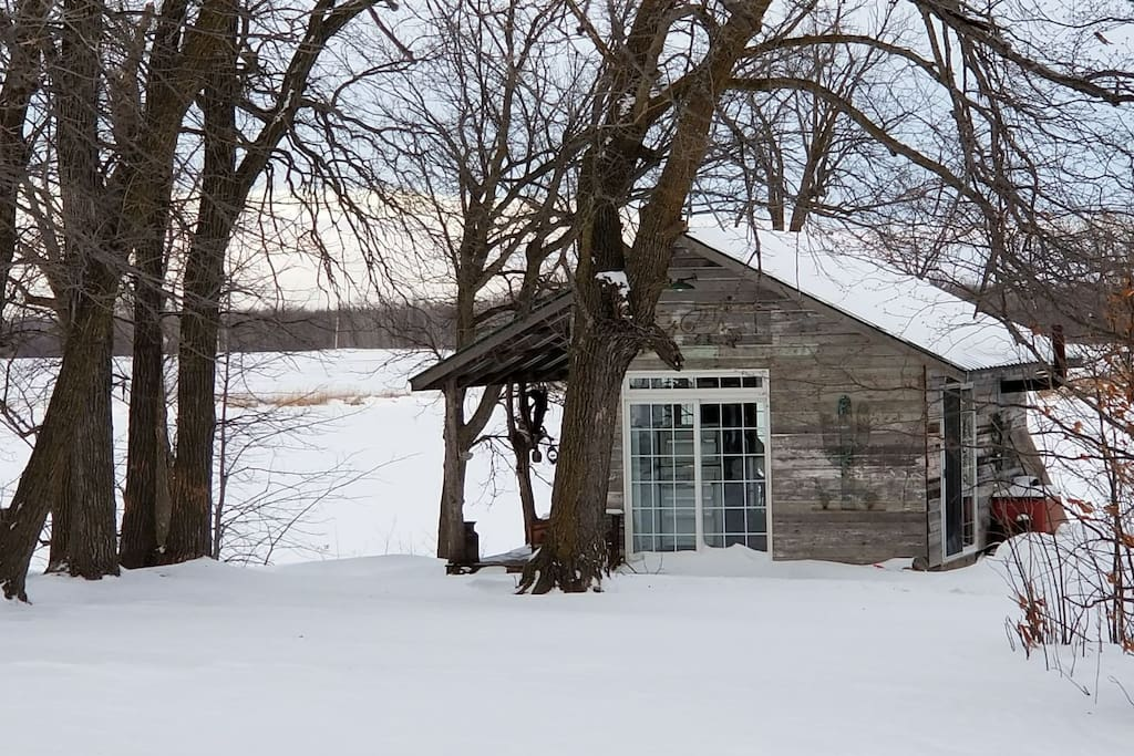 Cabin on private lake n mn ice fishing package cabins for Ice fishing rentals mn