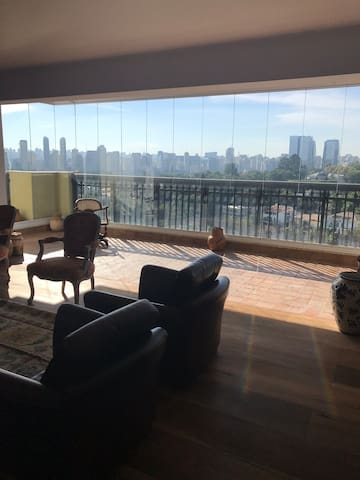 Luxury apartment with stunning view!