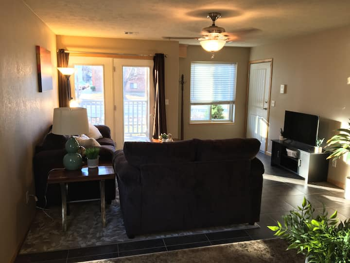Classy 2 bed 1 bath near KSU and Aggieville