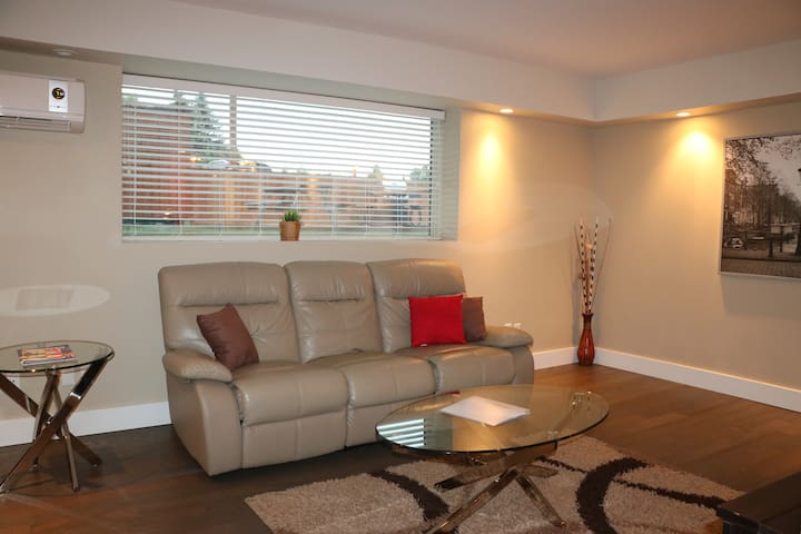 FURNISHED EXECUTIVE CONDO IN FORT RICHMOND