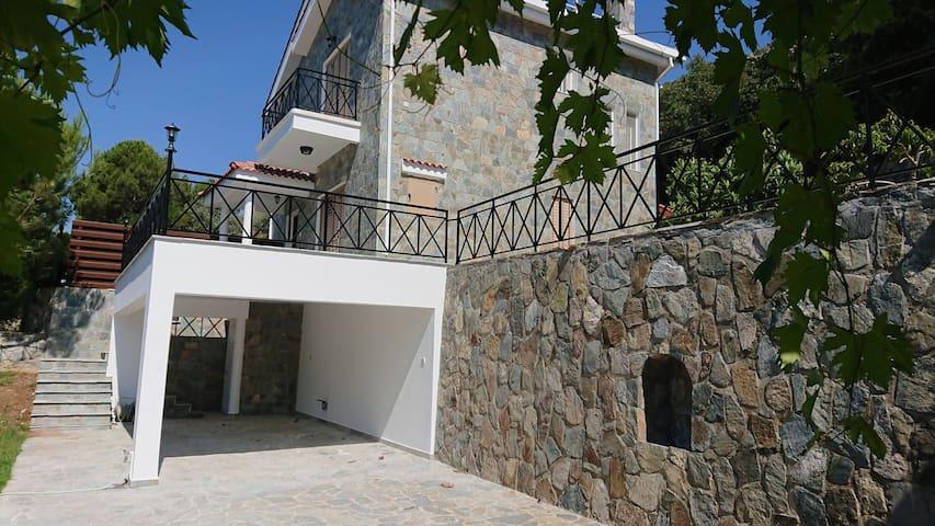 Village Villa Sleeps 6 with pool