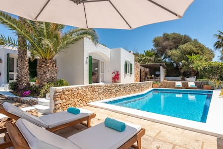 Villa Delfin❤️Free WiFi-AC-Prived pool-200mts to the sea�