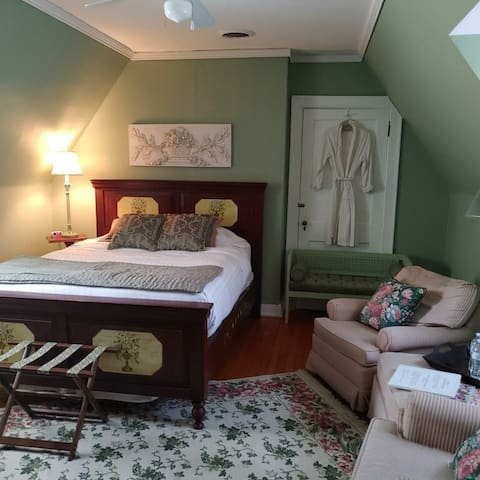 Mint Bedroom - Queen Bed with door that can connect to the Maple Room