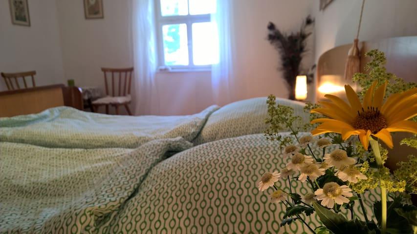 Gemütliches Zimmer in traditionellem Haus