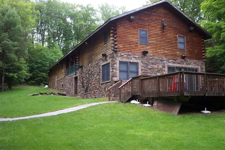 Large Modern Cabin with Hot Tub - Mongaup Valley - House