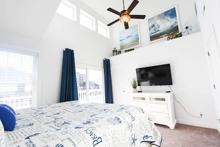 Beach Paradise III-OCEAN VIEW Townhome in Downtown