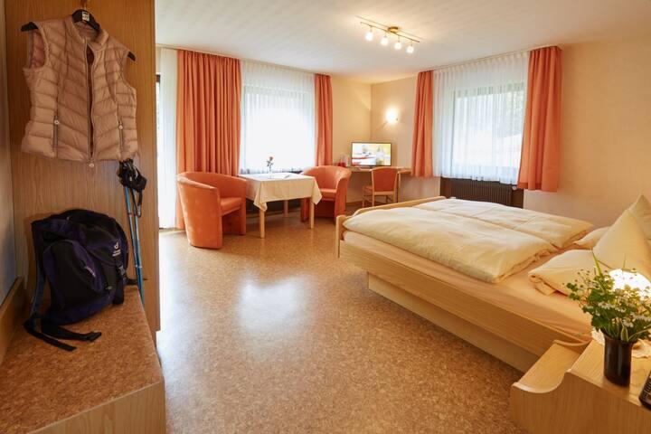 Haus am Kaltenbach, (Enzklösterle), Doppelzimmer mit Dusche und WC