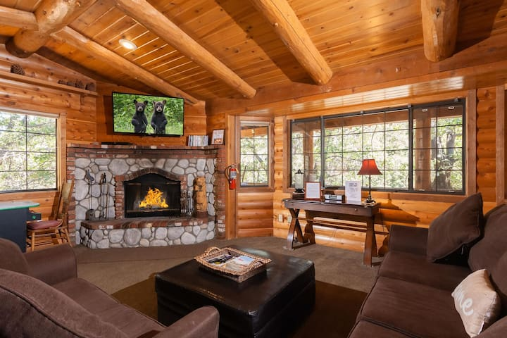 Hike the National Forest. Treetop Views.Close to Village and Lake.