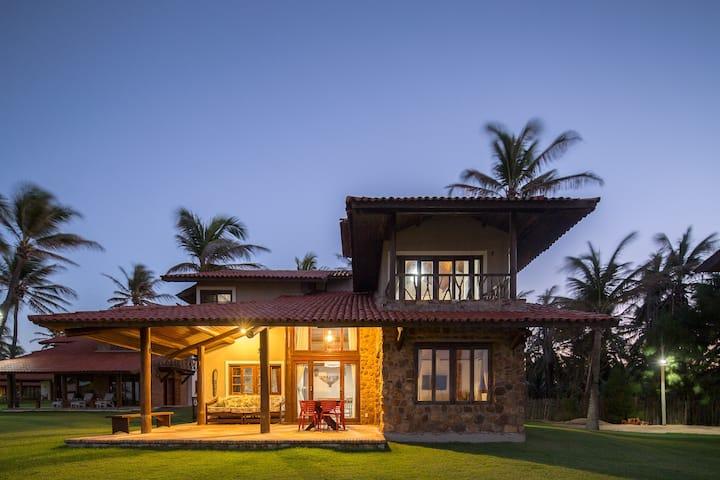 BEACH HOUSE - CHARM - PEACE - HAPPINESS