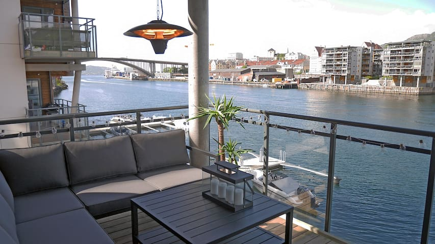 You can enjoy warm summer days in this apartment with a terrace right by the fjord.