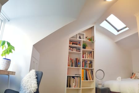 Quiet Zen Home near Botanic Gardens. Room4 Attic