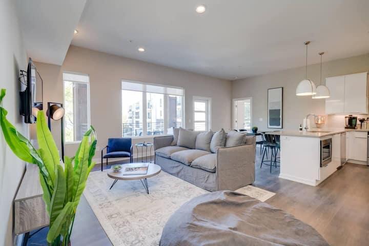 JURNY | Vanderbilt | Bright 2 Bedroom