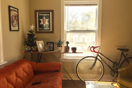 Private Room 15 min. walk to FIVE POINTS - Nashville