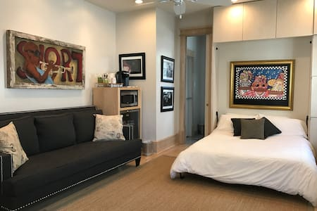 Luxury  Studio on St. Charles Ave shared pool/spa