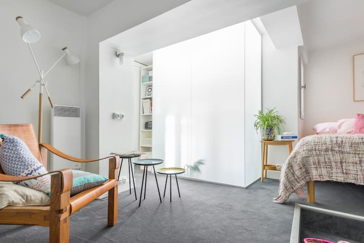 Cosy duplex (bedroom/living room) in the Marais