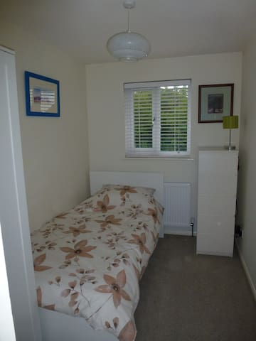 Quiet single in heart of Brackley. - Brackley - Haus
