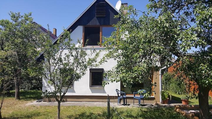 Gemütliches Häuschen neben Pferdehöfen + Badeseen
