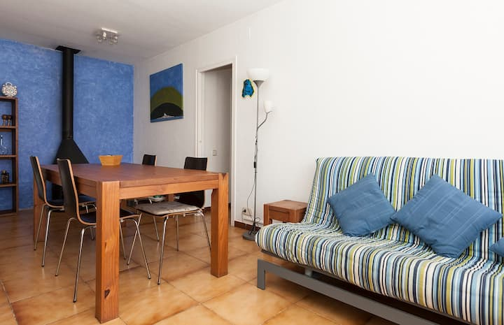 Apartament per 6, lluminós, tranquil i agradable.