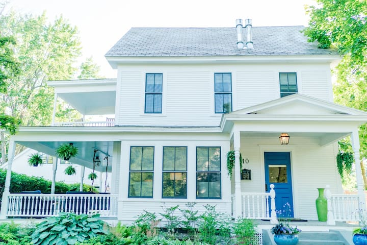 Tiny Sparrow House,  Luxury & Charm in Middlebury