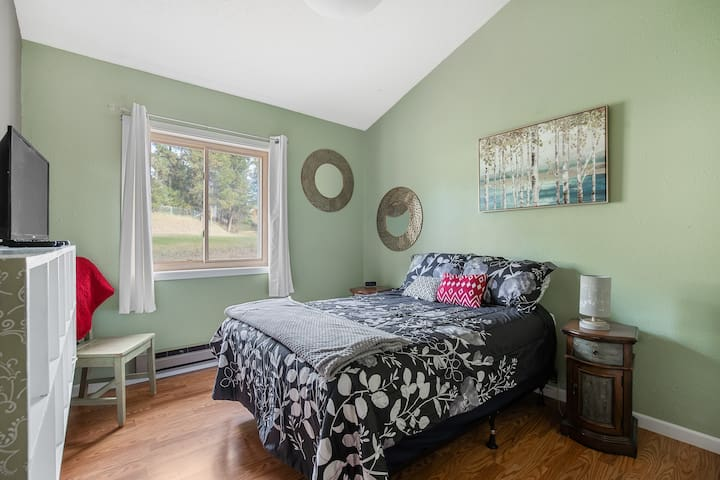 Guest bedroom upstairs off the kitchen. Nice relaxing queen size bed.