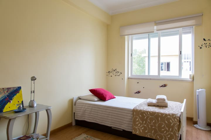 Double Bedroom in Almada