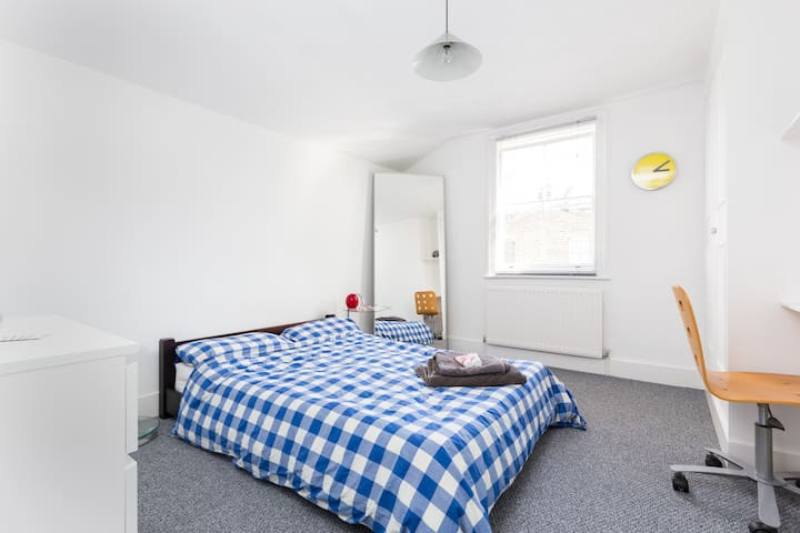 Spacious, bright, airy double room, full length mirror, chair & new carpet