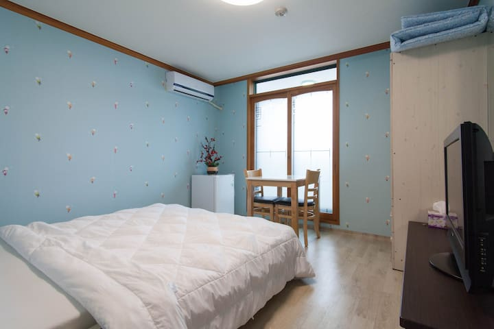 Double bed room - Seo-gu - Apartment