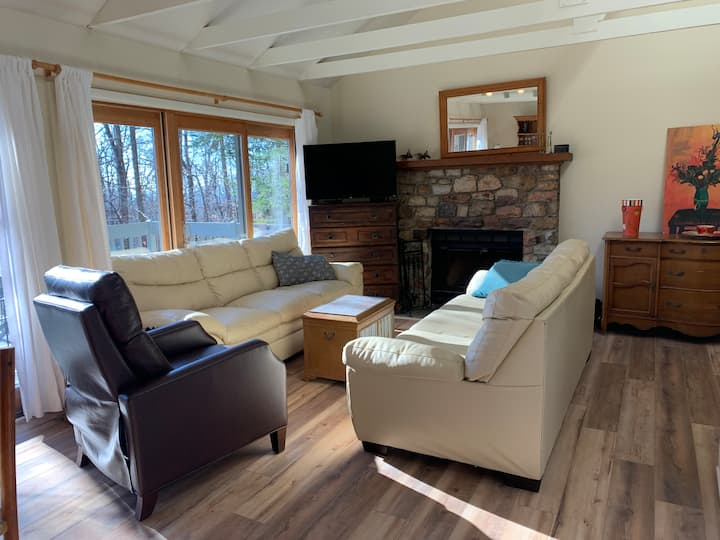 Newly Renovated 2 BR  House-Wintergreen Resort