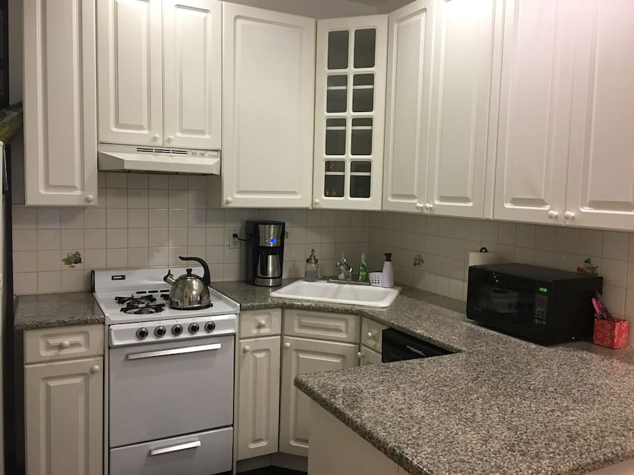 Kitchen appliances include oven, gas stove, dishwasher, refrigerator, and sink. Guests have access to microwave, toaster, kettle, and coffee machine.