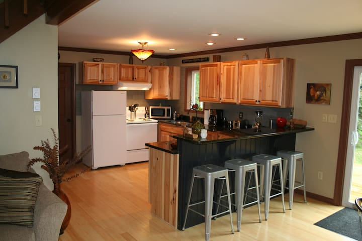 Comfortable and Quiet Pocono Home Away From Home - Albrightsville