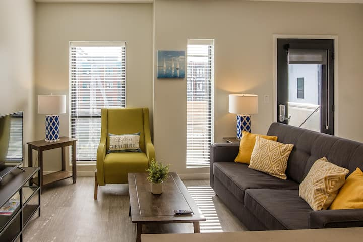 Modern 2BR Apt in Capitol View South