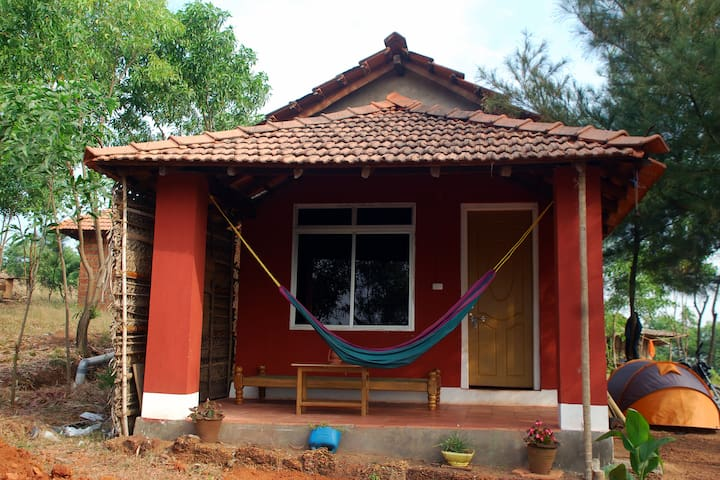 Hill Top Beach View Cottages - Gokarna - Bed & Breakfast
