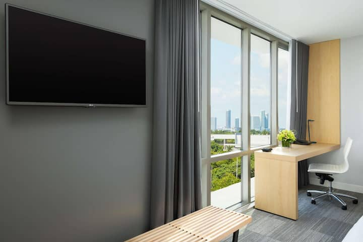 Gorgeous Double Two Double Beds At Miami Beach