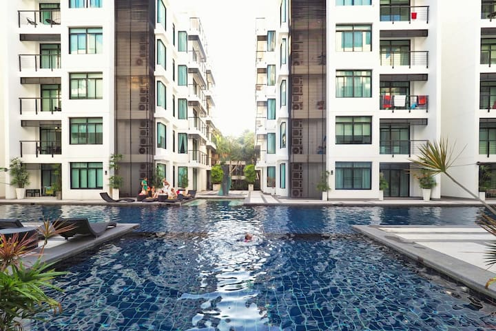 Kamala Regent D201 - Central apartment with pool, gym and sauna near beach