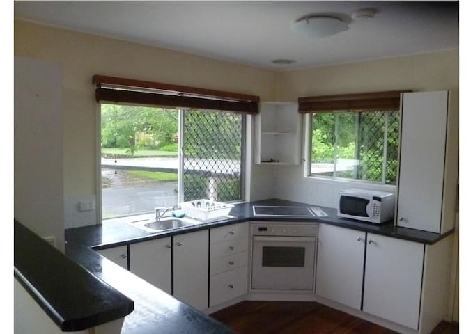 Female Share house - Coopers Plains - House