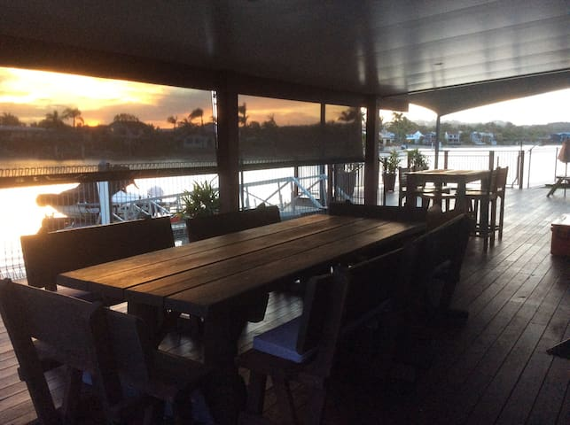 Spacious Waterfront Great Location - Mooloolaba - Casa