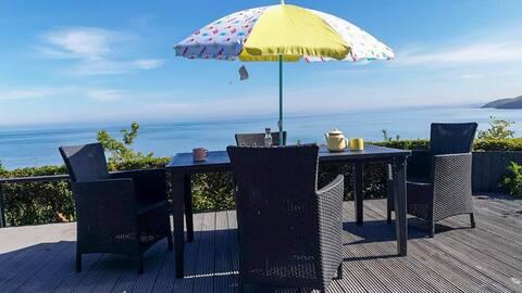 Gezellige hut met een prachtig uitzicht op Cardigan Bay